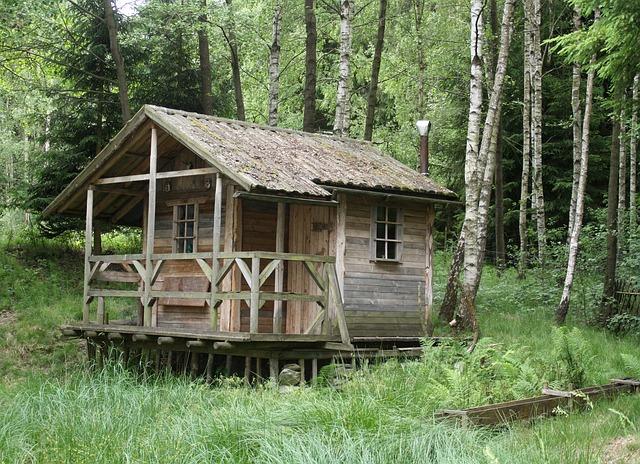 hut-261332_640