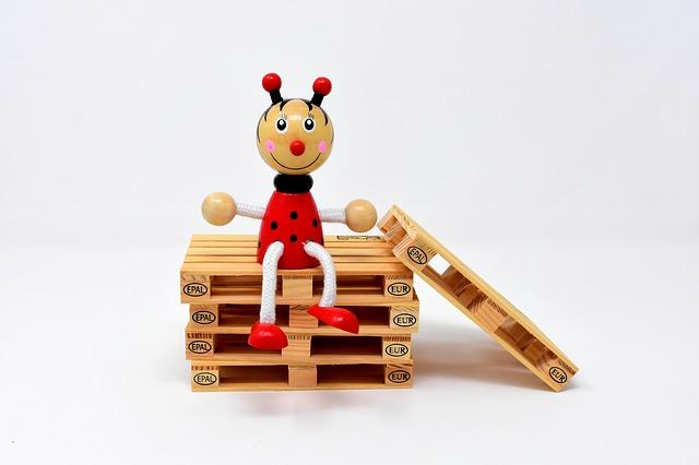 hračka na paletách