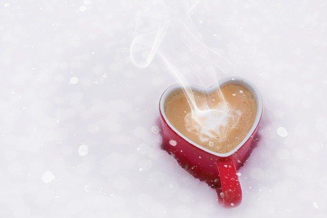 šálek ve tvaru srdce – symbol lásky a péče o sebe